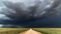 Hit-and-miss thunderstorm risk on the Prairies, most areas remain bone-dry