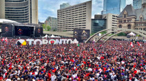 Ontario: Sun shines on Raptors parade, heat fails to lock in