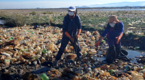'Made of plastic': Cleaning up Bolivia's Uru Uru lake