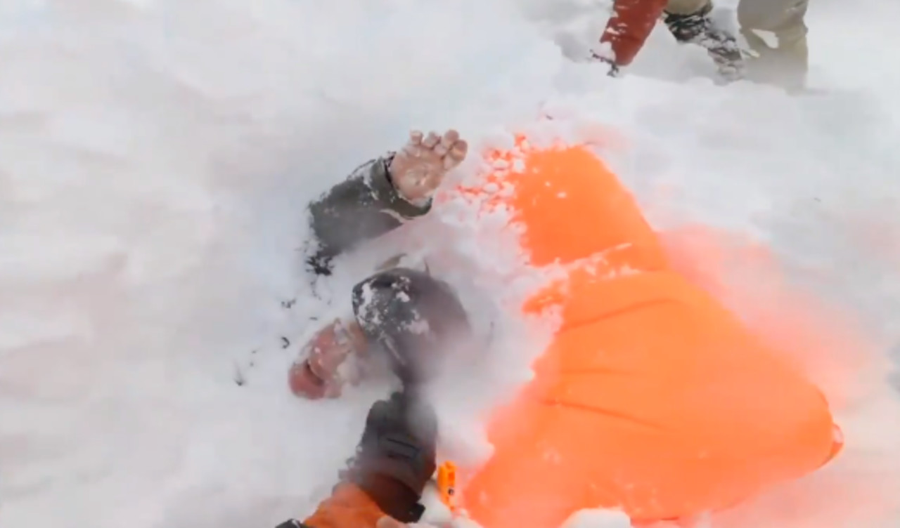 Good Samaritans save snowboarders buried alive in avalanche