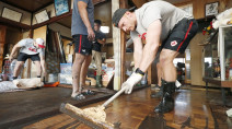 Canada's rugby team pitches in to help after Typhoon Hagibis