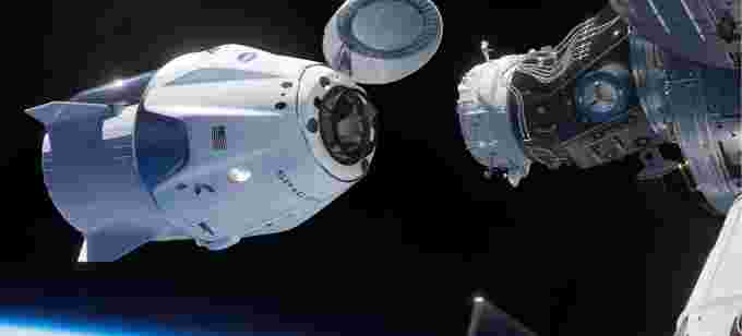 Dragon-Approaching-ISS-SpaceX