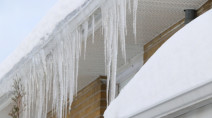 Toronto police warn of falling ice