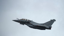 Jet's sonic boom shakes Paris, causes panic in French capital