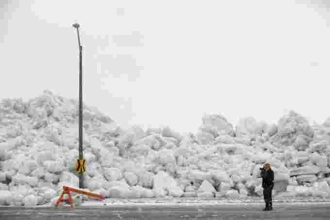 CBC Ice fort erie man photographer CP