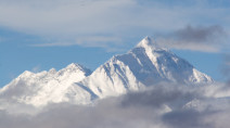 "Mount Everest ""Death Zone"" now home to world's highest weather stations"