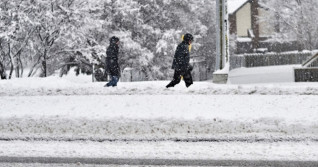 PHOTOS: Potent storm dumps 20-30 cm of snow on eastern Ontario, Quebec