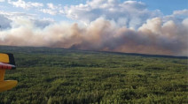 Forest fire in Red Lake, Ont. continues, crews brace for change in weather