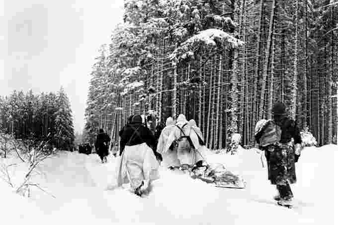 Battle of the bulge soldiers us army wikimedia commons