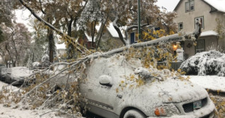 Manitobans could face more than week-long delay for power after snowstorm