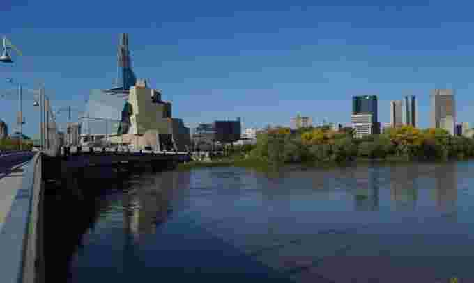 high-water-red-river-winnipeg (1)