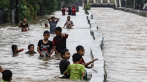 Severe flooding in Indonesia's capital displaces 175,000 people
