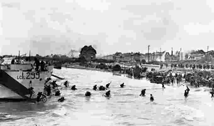 Canadian landings at Juno Beach Nan white Wikimedia Commons