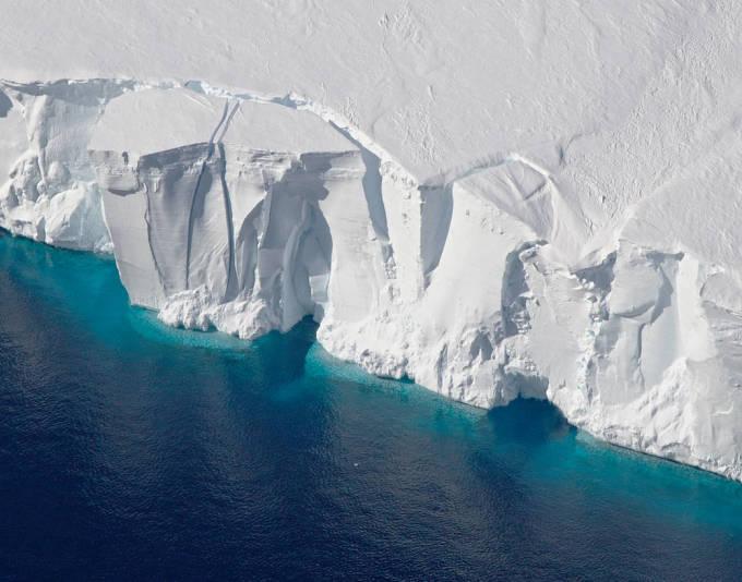 Getz Ice shelf Large NASA icebridge