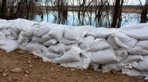 Sandbags on the way to Winnipeg properties as water rises