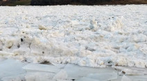 Red River ice jams raise water levels and worry north of Winnipeg
