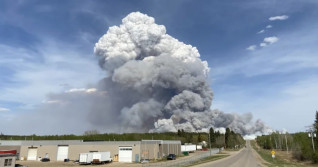Prince Albert issues partial evacuation order as forest burns nearby