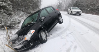 Pop-up snowstorm snarls travel across Nova Scotia