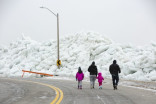 Mountains of ice draw gawkers to Fort Erie, Ont.