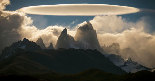 Amazing UFO-like cloud hovers over jagged peaks of Patagonia