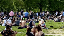 Public officials condemn mass gathering at Toronto park amid warm weather