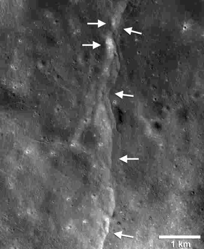 lobate-scarp-moon