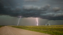 Risk for severe storms rises on the Prairies, heat may break records
