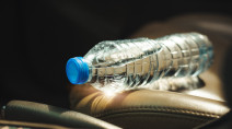 Why you should NEVER leave water bottles in your car in summer