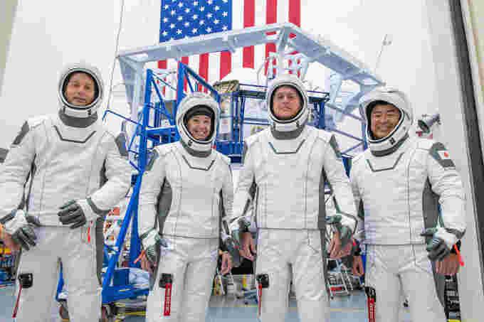 Membros da equipe Crew-2 NASA SpaceX