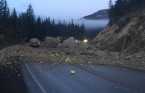 Rock slide closes highway in southeastern B.C.
