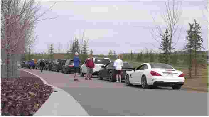 Photo: golfers lined up in Calgary waiting tee time in vehicle. Kyle Brittain