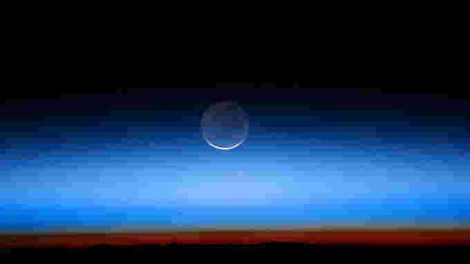 Earthshine - ISS028-E-20073 - NASA