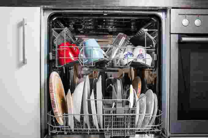 GETTY IMAGES: Dish washer full of dishes, water consumption